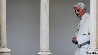 پاپ نسبت به رسوایی اخیر واتیکان شوکه و غمگین واکنش نشان داده است