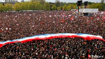 A giant banner in the colours of the French national flag is seen in this general view with tens of thousands of supporters of Francois Hollande, Socialist Party candidate for the 2012 French presidential election, who attend a campaign rally near the Chateau de Vincennes in Paris April 15, 2012. Presidential rivals Nicolas Sarkozy and Hollande stage competing rallies in Paris on Sunday in a last ditch battle for votes, just a week before the elections. REUTERS/Patrick Kovarik/Pool (FRANCE - Tags: POLITICS ELECTIONS) // eingestellt von nis