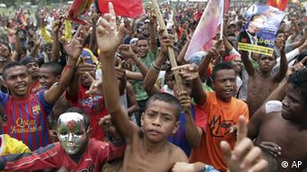 Supporters of presidential candidate Francisco Guterres Lu-Olo of Fretilin Party shout slogans during campaign at Becora, East Timor, Thursday, April 12, 2012 (AP Photo/Kandhi Barnez)