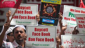 A Muslim protester shouts slogans as others hold placards during a protest against Facebook after prayers outside a mosque in Mumbai, India, Friday, May 21, 2010 (Photo: ddp images/AP Photo/Rafiq Maqbool)