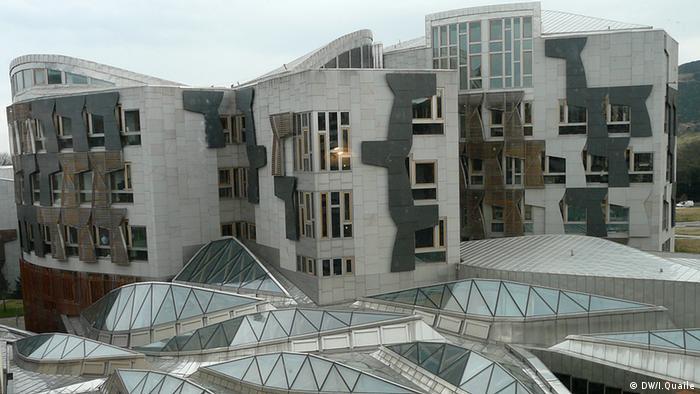 Großbritannien Schottland Das schottische Parlament in Edinburgh (DW/I.Quaile)