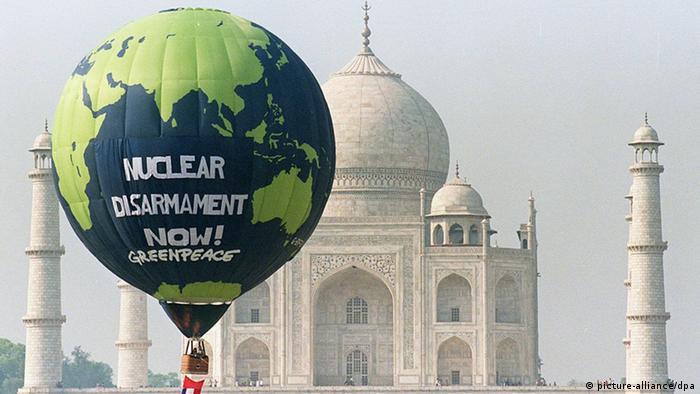 Greenpeace balloon next to the Taj Mahal