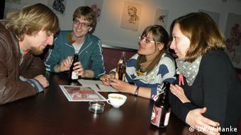Karl-Heinz Daub u razgovoru sa Susanne, Thomasom i Sophie