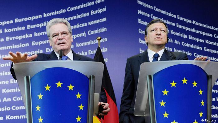 Bundespräsident Gauck und EU-Komissionspräsident Barroso sprechen vor der Presse (Foto: Reuters)