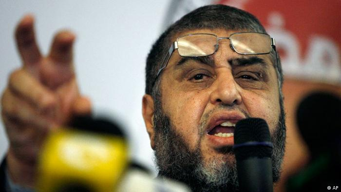 Egypt's Muslim Brotherhood presidential candidate Khairat el-Shater talks to reporters during a press conference in Cairo, Egypt Monday, April 9, 2012. (Foto:Nasser Nasser/AP/dapd)