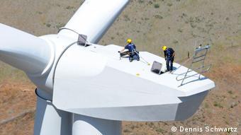 ###Die redaktionelle Verwendung der Bilder ist kostenfrei. Bitte beachten Sie die Copyright-Hinweise und senden Sie einen Beleg und eine Benachrichtigung an press(at)repower.de. #### Windprojekt Goodnoe Hills USA REpower MM92 (Foto: Dennis Schwartz) http://www.repower.de/de/presse/media-center/bildarchiv/