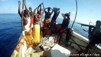 Somalili korsanlarla uluslararası çapta mücadele sürüyor