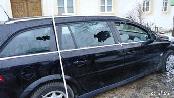 Zerstörtes Auto eines Journalisten Foto: privat, Michael Helmbrecht Nutzungsrechte: DW eingeräumt - zeitlich und örtlich unbegrenzt