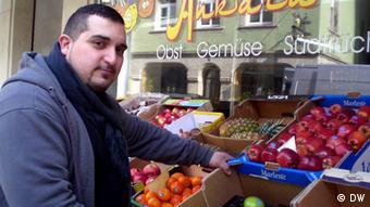Gemüsehändler Murat in weißenburg. Foto: DW.