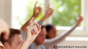 Schule melden Finger Schüler Unterricht