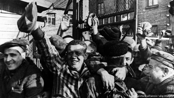 Liberados por el Ejército Rojo, en el campo de Auschwitz-Birkenau, el 27 de enero de 1945.