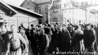 Освобожденные узники концлагеря Освенцим