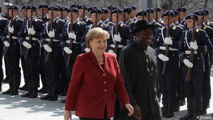 German Chancellor Angela Merkel and Nigeria's President Goodluck Jonathan inspect the guard of honour in Berlin