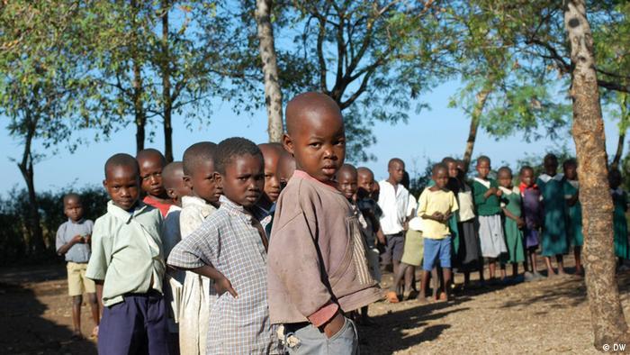 Schulkinder in Kenia (Foto: DW/Jan-Philipp Scholz)