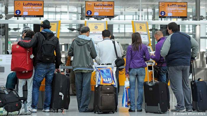 Reisende am Flughafen in München (Foto:dpa)