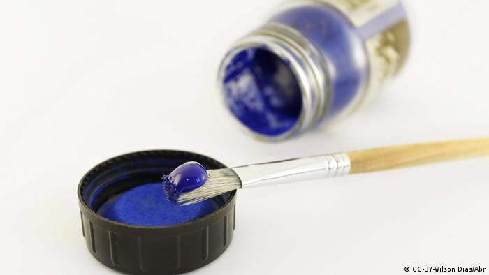 Symbolbild Blau Farbe Pinsel
