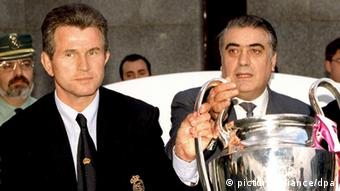 File picture dated 21 May 1998 of Real Madrid President Lorenzo Sanz (R) and the team's German coach Jupp Heynckes upon their arrival a Madrid airport following Real Madrid's Champions League victory in Amsterdam. The club confirmed straight after the win that Heynckes would leave as coach at the end of the season. Sanz said the decision have been taken before the European Cup final. Heynckes was reported to have been paid 1.3 million dollars in compensation. (Photo: dpa)