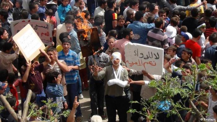 بهرغم سرکوبها، تظاهرات مخالفان در حمص همچنان ادامه دارد