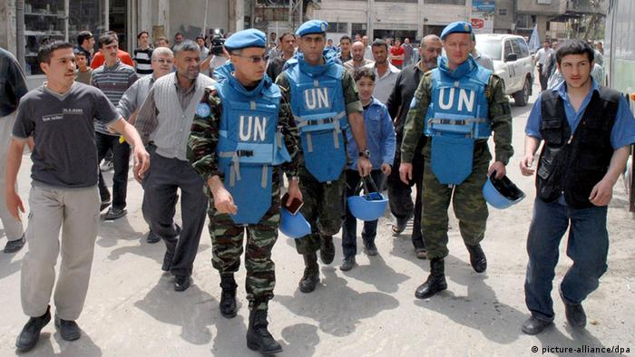 Group of UN observers touring Damascus suburbs