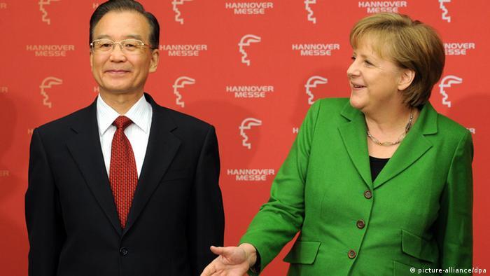 Çin Başbakanı Ven Ciabao ve Almanya Başbakanı Angela Merkel (soldan-sağa)