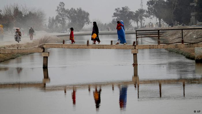 Afghans walk on a bridge on the outskirts of Jalalabad, east of Kabul, Afghanistan, on Wednesday Feb. 2, 2011. (ddp images/AP Photo/Rahmat Gul)