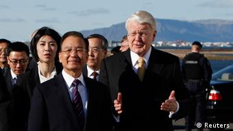 Chinese Premier Wen Jiabao is welcomed by Iceland's President Olafur Ragnar Grimsson