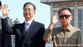 Wen Jiabao Kim and Kim Jong-il in 2009