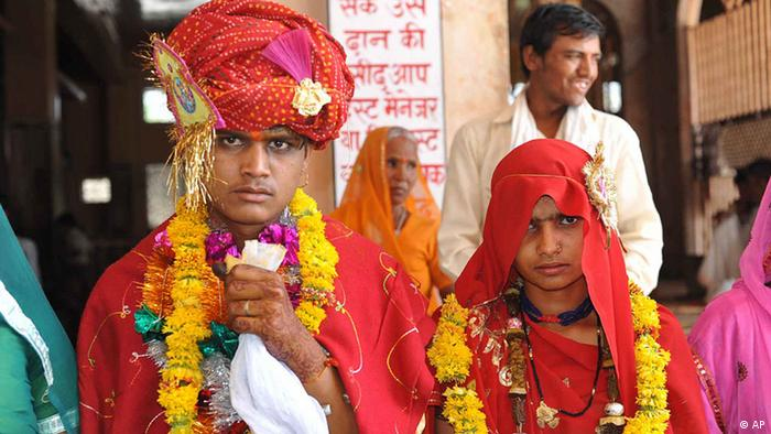 Raja,16, and 15-year-old child bride Sintu look on at the Balaji temple in Kamkheda village, in the western Indian state of Rajasthan, Saturday, May 7, 2011. Ignoring laws that ban child marriages, young children are still married off as part of centuries-old custom in some Indian villages. India law prohibits marriage for women younger than 18 and men under age 21. (ddp images/AP Photo/Prakash Hatvalne)