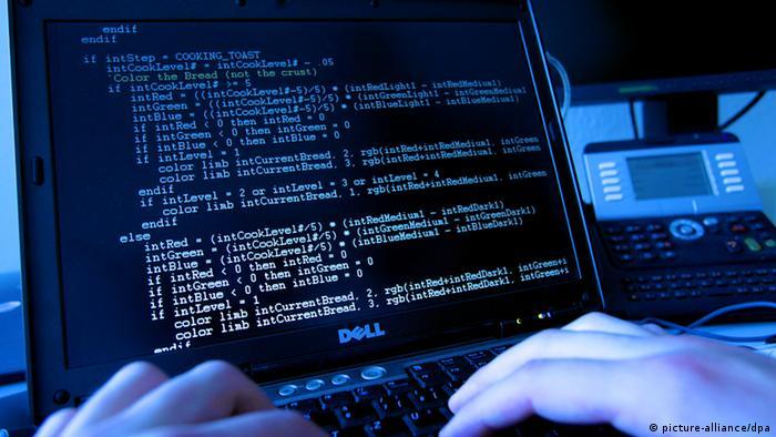 Computer-Bildschirm mit Codes (Foto: dpa)