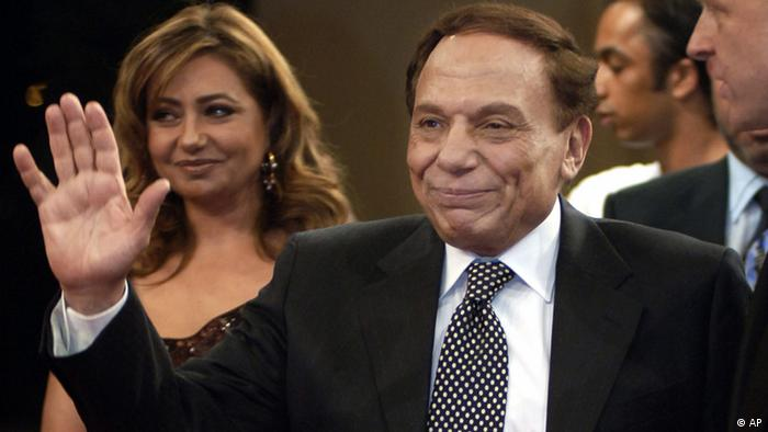 Egyptian film actor and comedian Adel Imam, right, walks with Egyptian actress Laila Elwi, left, during the Second Dubai Interational Film Festival red carpet reception, in Dubai, United Arab Emirates, sunday Nov. 11, 2005. (AP Photo / Aziz Shah)