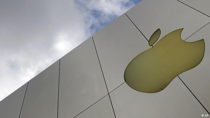 The Apple logo is seen on an Apple store in San Francisco Monday, Oct. 19, 2009. Apple Inc. is expected to release fourth-quarter earnings after the closing bell. (ddp images/AP Photo/Russel A. Daniels)