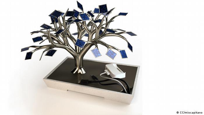 Solarmodule, angeordnet wie ein kleiner Baum (Foto: CC/miocapitano)