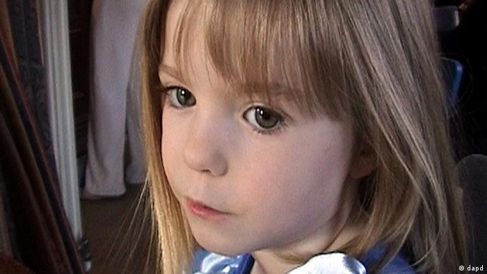FILE - This March 2007 file photo released by the McCann family Friday, May 4, 2007, shows 3-year-old British girl Madeleine McCann. London's Metropolitan Police said Wednesday April 25, 2012 say it's possible missing girl Madeleine McCann is alive and they will release a new image of the girl, who went missing on a family vacation in the Algarve coast in Portugal in May 2007. (Foto:McCann Family, File/AP/dapd)