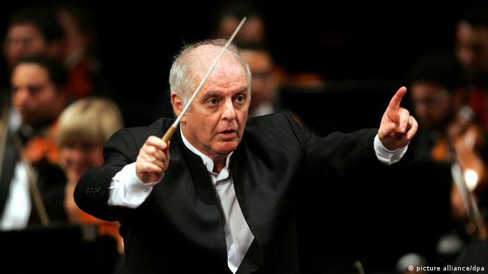 epa02862971 (FILE) A file picture dated 16 April 2009 shows Israeli-Argentinean pianist and conductor Daniel Barenboim leading Beethoven's Fifth Symphony Orchestra during its first concert at the Opera House in Cairo, Egypt. Barenboim will be nominated for a Nobel Peace Prize for his work using music to promote peace in the Middle East, organizers of the initiative announced in Buenos Aires, Argentina on 10 August 2011. The official announcement is due to take place on 17 August in Buenos Aires. EPA/MOHAMED OMAR