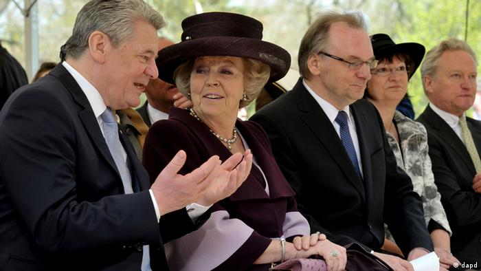 Dutch Queen Beatrix with President Gauck at the opening of Dutch Design