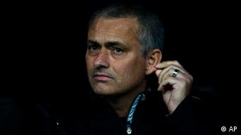 Real Madrid's coach Jose Mourinho from Portugal reacts during a semi final second leg Champions League soccer match against Bayern Munich at the Santiago Bernabeu stadium, in Madrid, Wednesday, April 25, 2012. (Foto:Daniel Ochoa de Olza/AP/dapd)