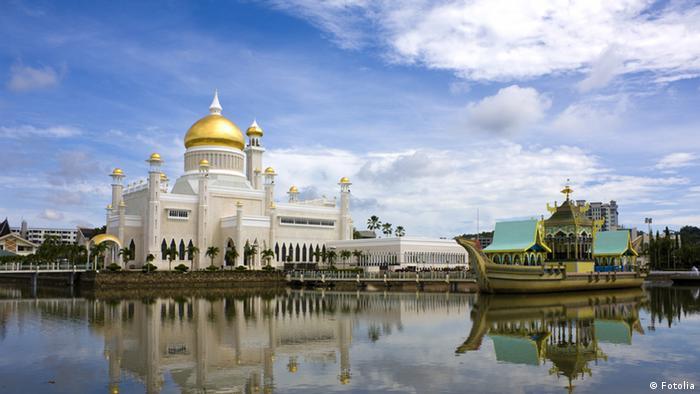 Sultan Omar Ali Saifuddin Moschee in Bandar Seri Begawan,der Hauptstadt von Brunei (Fotolia)