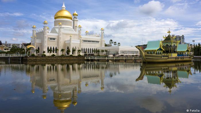 Sultan Omar Ali Saifuddien Mosque, Brunei. (Photo: Shariff Che'Lah)