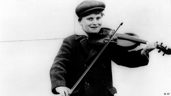 Yehudi Menuhin is shown in a 1927 photo. Menuhin, one of the leading violinists of the century, died of heart failure Friday, March 12, 1999 in a Berlin Hospital, his German concert promoter Jutta Adler said. He was 82. (AP Photo)