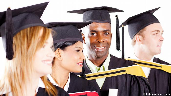 group of diverse graduates at graduation © michaeljung - Fotolia.com