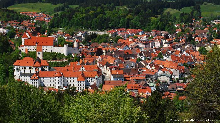 Vista aérea da cidade alemã de Füssen, na Rota Romântica
