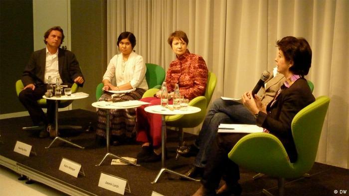 Podiumsdikussion in der Heinrich Böll Stiftung zum Thema Birma - einen Schritt weiter auf dem Weg zur Demokratie.  Foto: Rebecca Roth, April 2012