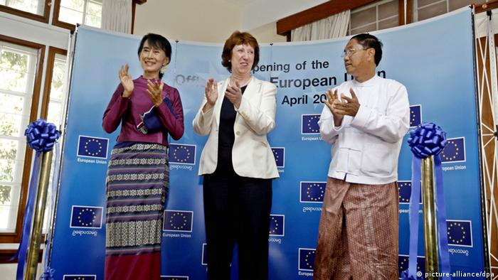 Myanmar democracy leader Aung San Suu Kyi, Catherine Ashton, Vice-president and European Union's high representative of the Union for foreign affairs and security policy and Myint Swe, Yangon Chief Minister, during the opening ceremony of European Union office in Yangon, Myanmar, 28 April 2012.