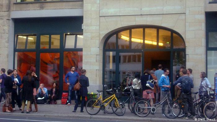People in front of a gallery