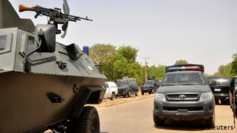 Panzer vor der Bayero Universität Kano