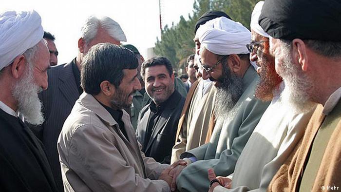 Titel : Ahmadinejad und abdolhamid Schlagwort: Sunniten in Iran, Sunnitenführer Abdolhamid trifft Ahmadinejad, Sunnitische Religionsführer Abdolhamid ist Imam in Zahidan (Zentum sunnitische Mtropol Iran).  Copyright: Mehr