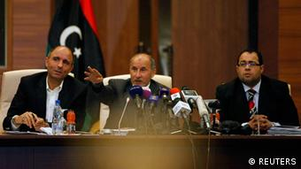 Libyan National Transitional Council (NTC) Chairman Mustafa Abdel Jalil (C) speaks during a news conference in Tripoli April 29, 2012. Libya's ruling National Transitional Council (NTC) decided on Sunday to keep the interim government in power in the run up to a June election, its leader said, quashing rumours of a reshuffle that has sowed uncertainty in the strife-torn state. REUTERS/Ismail Zitouny (LIBYA - Tags: POLITICS)