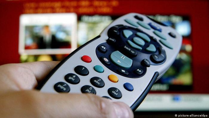 Digitales Fernsehen Fernbedienung (picture-alliance/dpa)