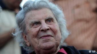 Όπως όλοι γνωρίζουμε ο Μίκης Θεοδωράκης έγινε ένας από τους συνθέτες με τη μεγαλύτερη δυνατή επίδραση, γράφει η εφημερίδα Die Welt
