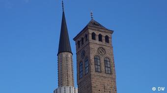 Minaret and church tower in Sarajevo (Photo: DW/Mehmed Smajić)